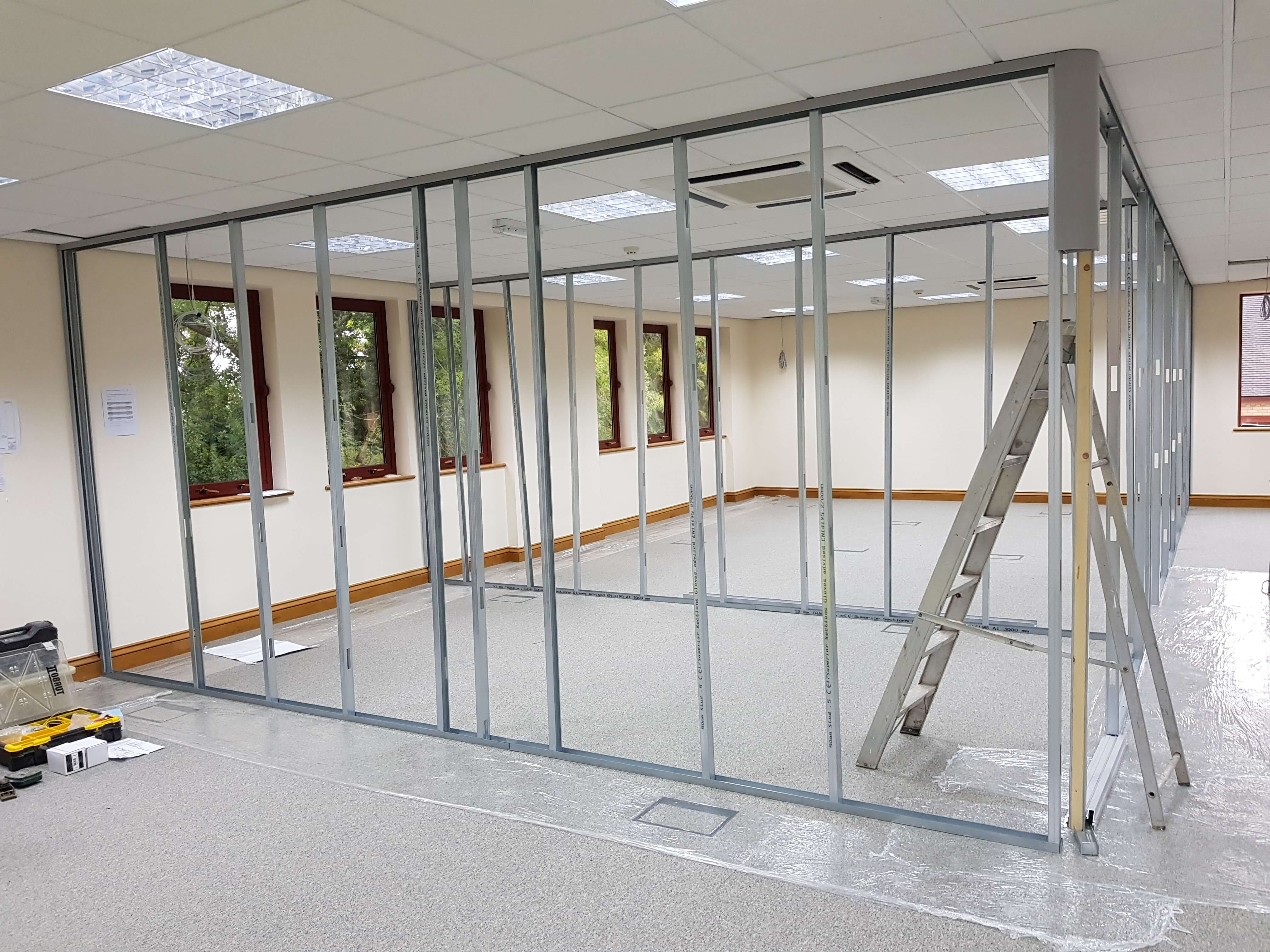 Demountable partitioning frames up