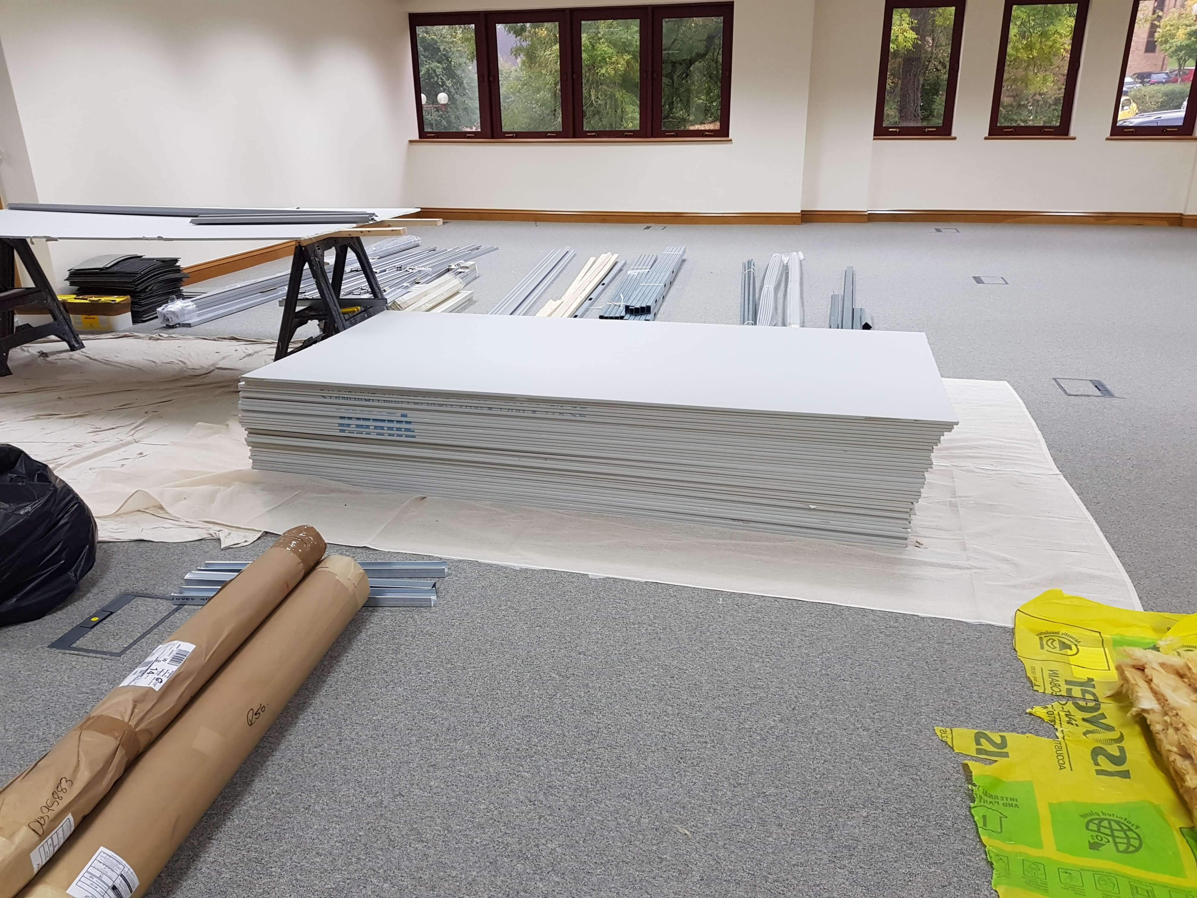 Plasterboard arrives for the demountable partitioning