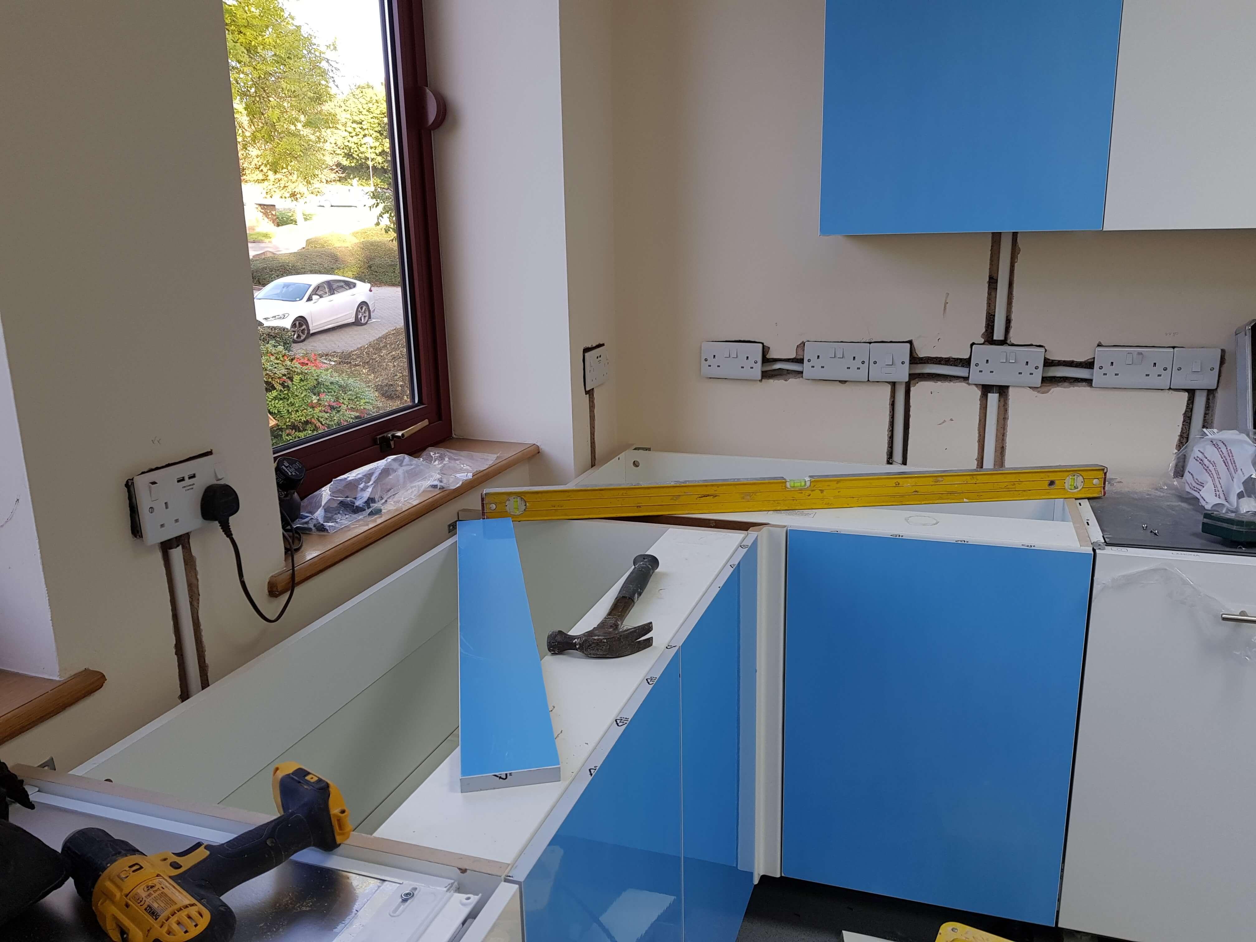 Kitchen units into a corner